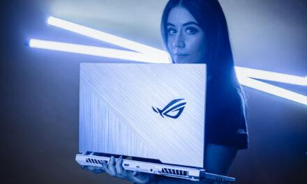 Intel y Asus lanzan laptop desde un avión y ¡tú puedes encontrarla!