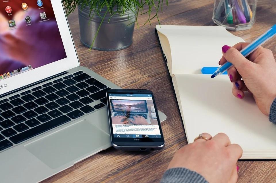 Tener el smartphone cerca mientras se trabaja o estudia afecta la concentración